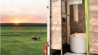 bad-trailer-farmcamps