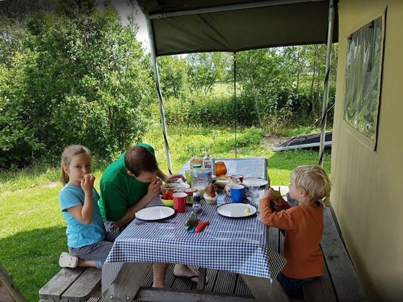ontbijten-bij-safaritent
